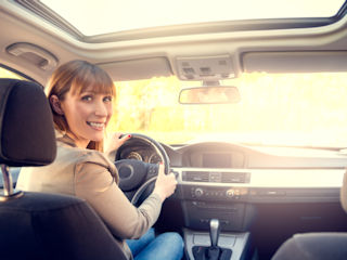 9 rzeczy, które każda kobieta za kierownicą powinna wiedzieć o własnym aucie.