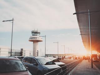Nie tylko parkowanie - lista dodatkowych usług oferowanych przez przylotniskowe parkingi