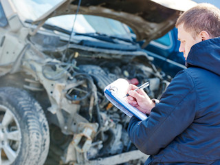 Serwis samochodu - na czym nie warto oszczędzać?
