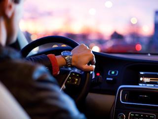 O czym warto pamiętać przy kupnie samochodu z wyprzedaży rocznika na kredyt?
